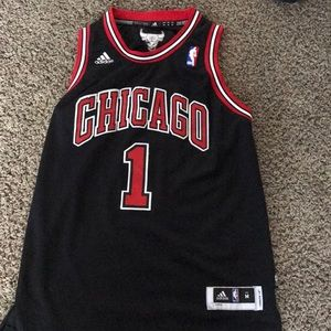 Authentic Derek Rose bulls jersey!!